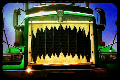 Semi appears to have shark's teeth