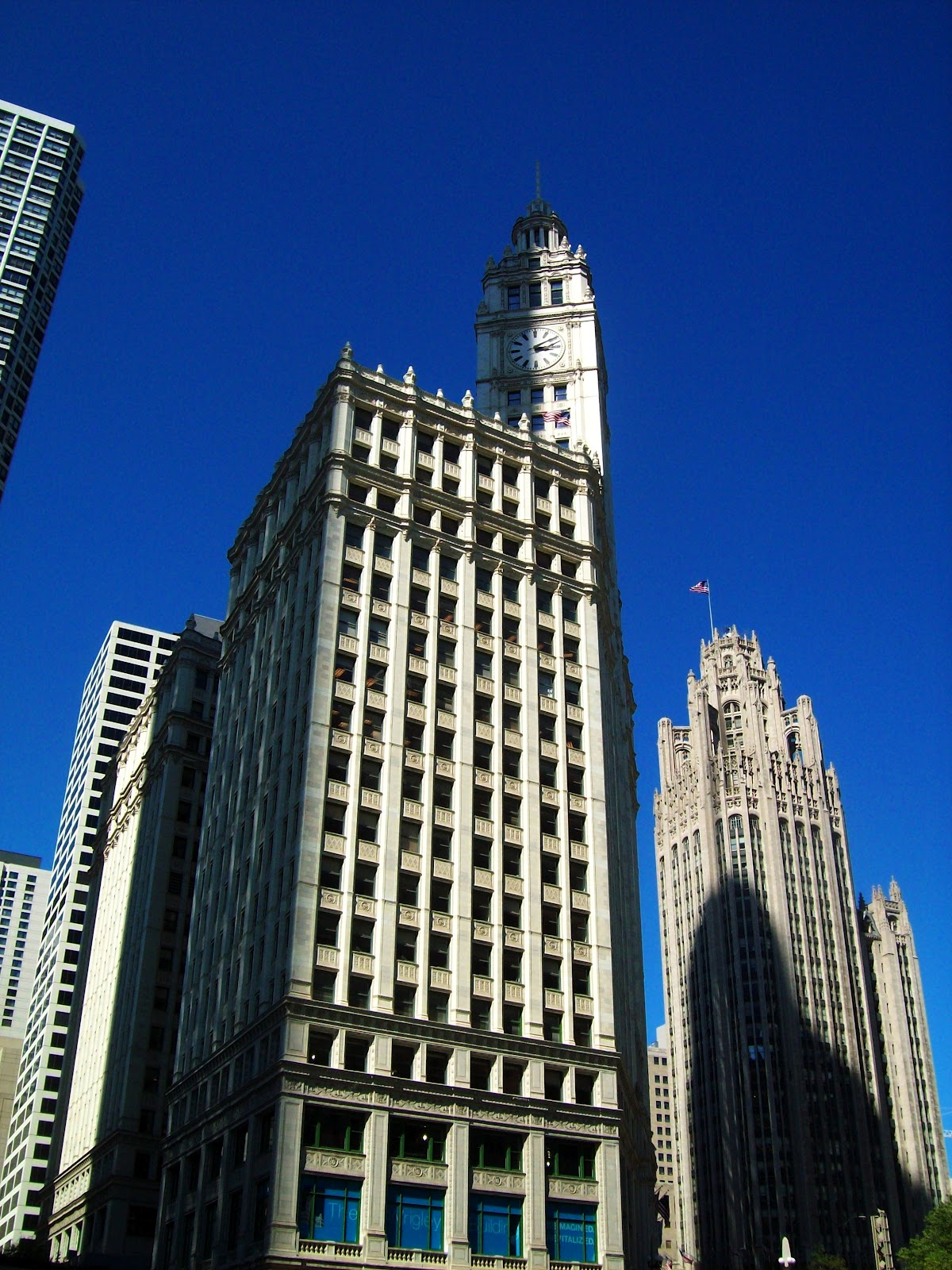 blue skies and 70 s beckoned we did an architectural tour along lake michigan and the chicago river following we had a lovely dinner outside at bubba