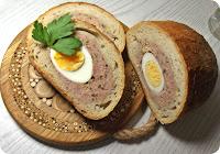 Chleb faszerowany mięsem mielonym i jajkami