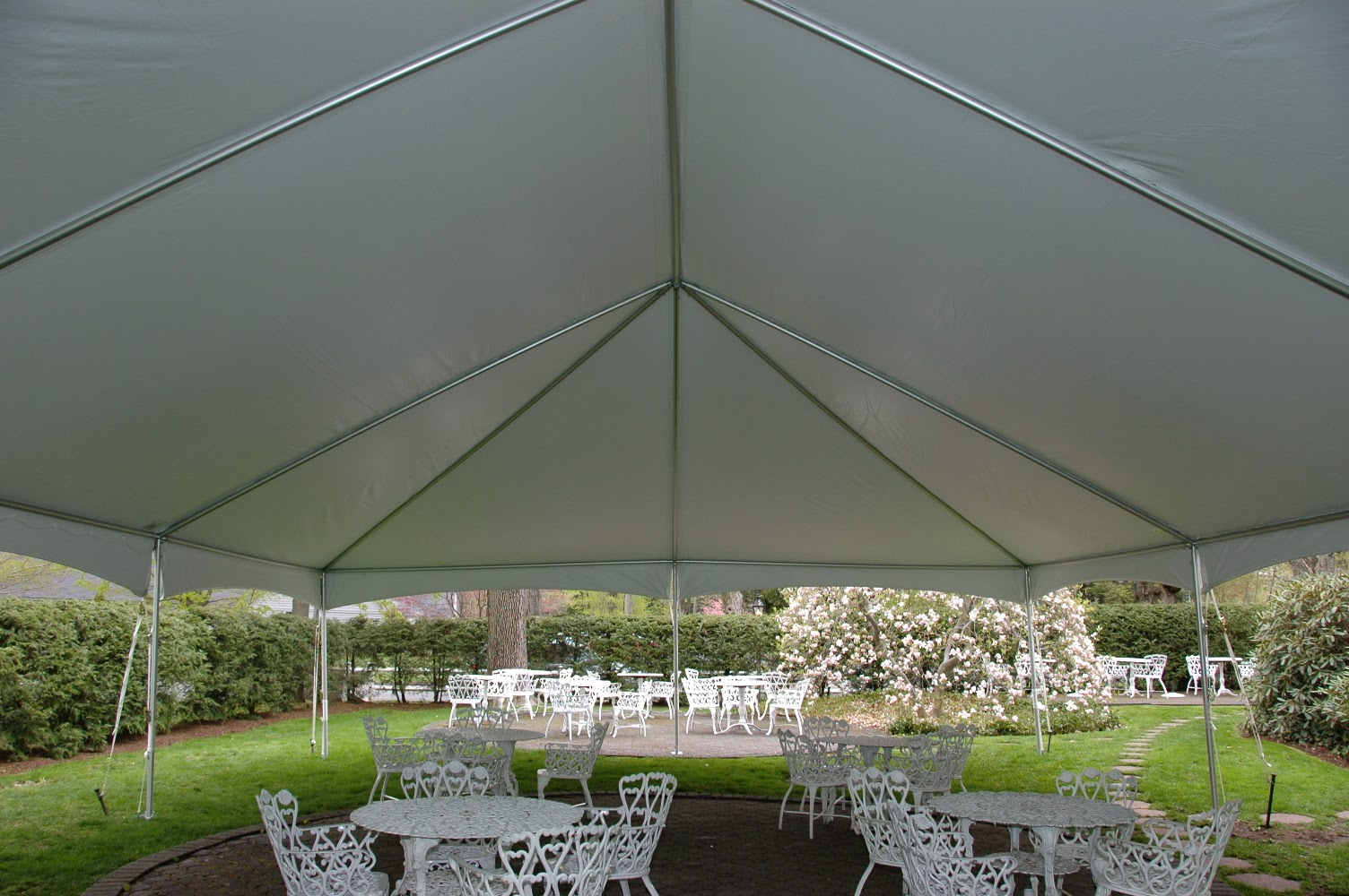 The picture on the left show hows poles are used to create the structure which a tent top is place over. Notice there is no center poles used to hold the ... & Ace Party Rental Bounce House Rental and Event Rental | Blogger Feed