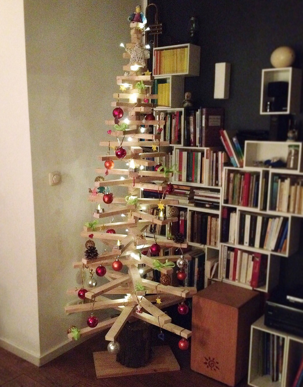 Weihnachtsbaum aus Dachlatten Holzlatten selbst bauen, alternativer Weihnachtsbaum