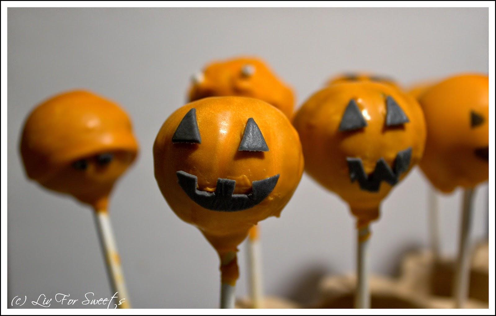 Cake-Pops aus Red Velvet Cupcakes mit einem Überzug aus orangefarbenen Candy Melts, Rezept, Halloween, Thermomix