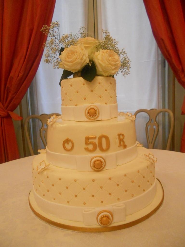 Profumo di zucchero sweets by sonia torta anniversario for Decorazione torte per 50 anni di matrimonio