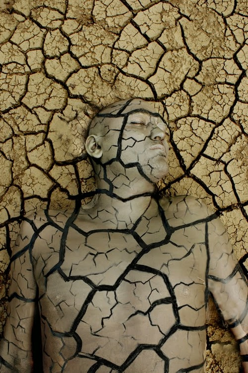 03-Braking-Soil-Body-Paint-Johannes-Stötter-Musician-Fine-Art-Body-Painter-www-designstack-co