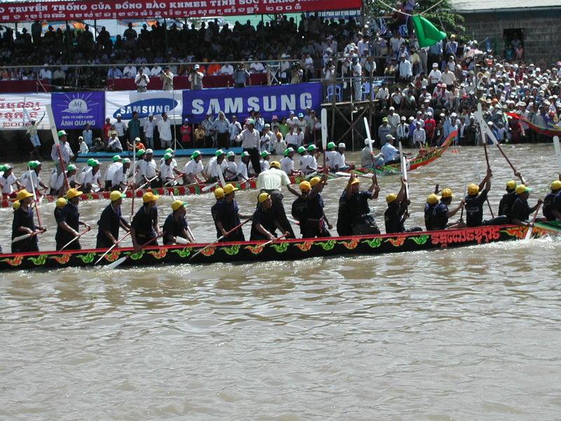 Lễ hội Ok Om Bok, Sóc Trăng - Photo Nguyễn Tuấn