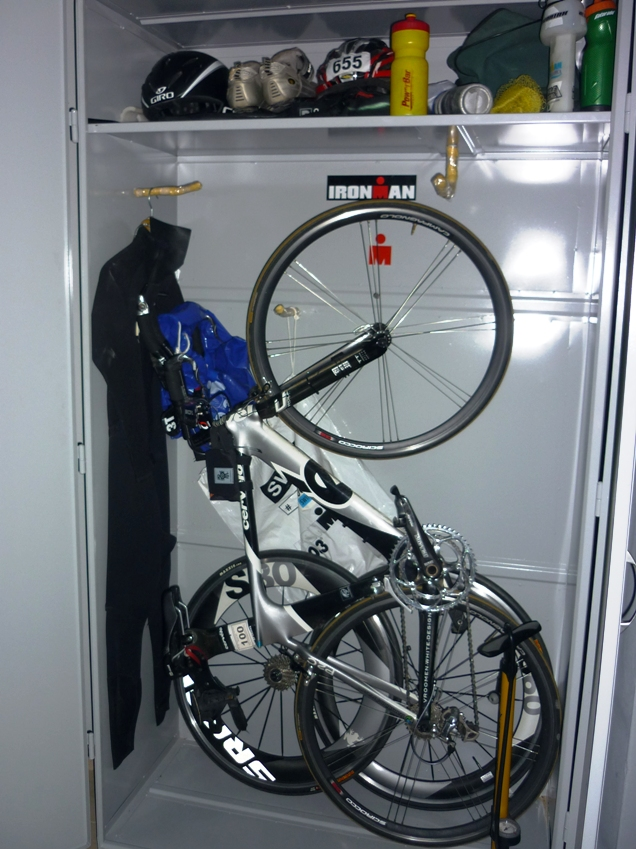 Tri room armario triatleta tritim triatlon rosario for Armario exterior para guardar bicicletas