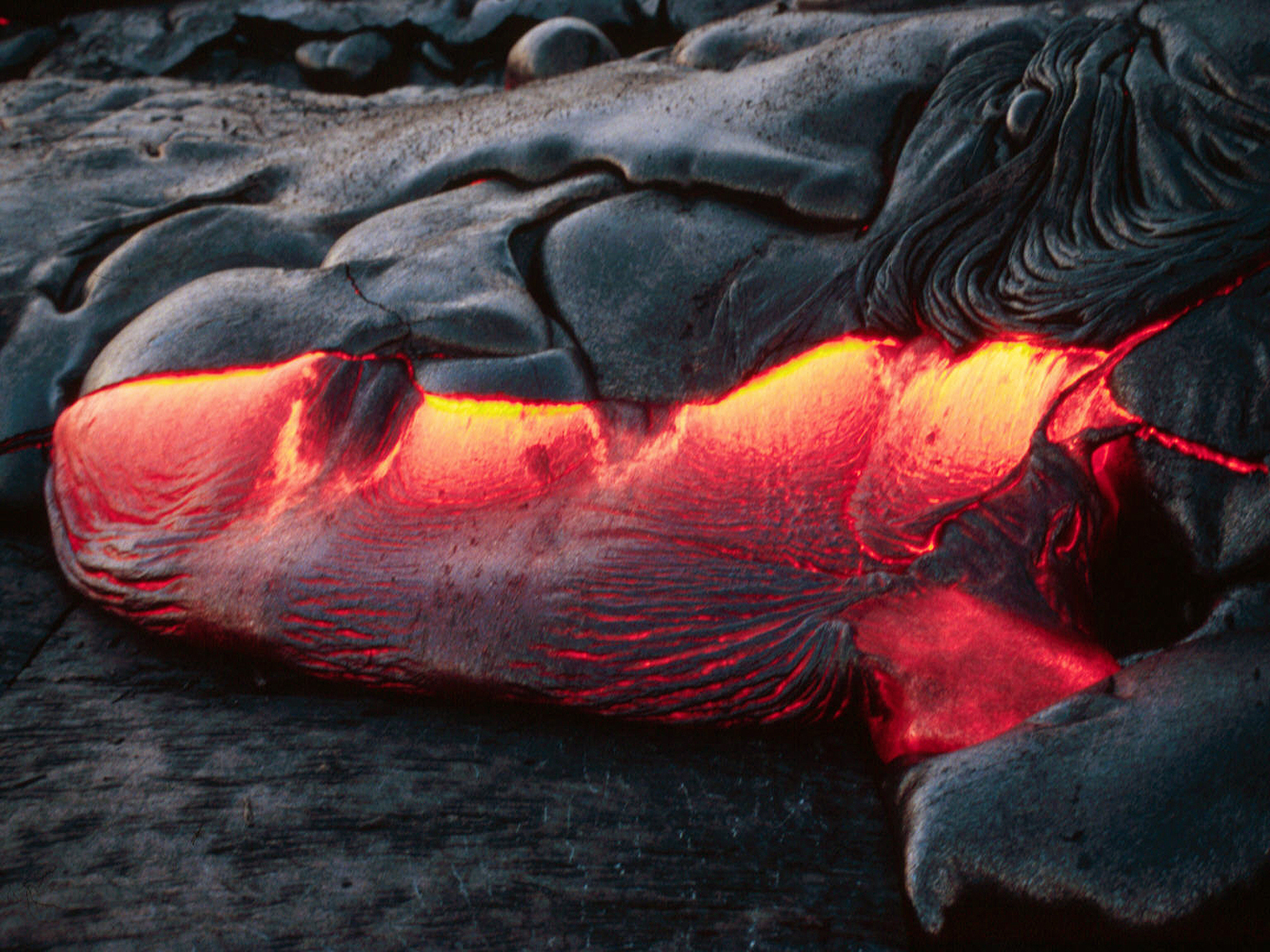 http://2.bp.blogspot.com/-j8FF7v-0FKM/TyWaduDCbwI/AAAAAAAAAOc/VP3LNPuLY8c/s1600/volcano-lava_20.jpg