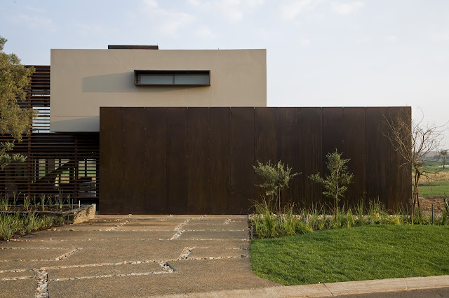 Street side facade of Serengeti House by Nico van der Meulen Architects