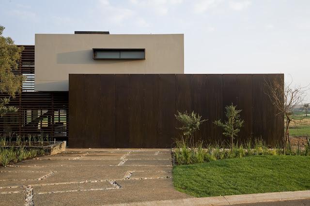Street side facade of Serengeti House by Nico van der Meulen Architects