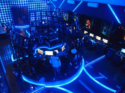 7 Cyber cafe yang super canggih ,terasa dalam Tron Legacy