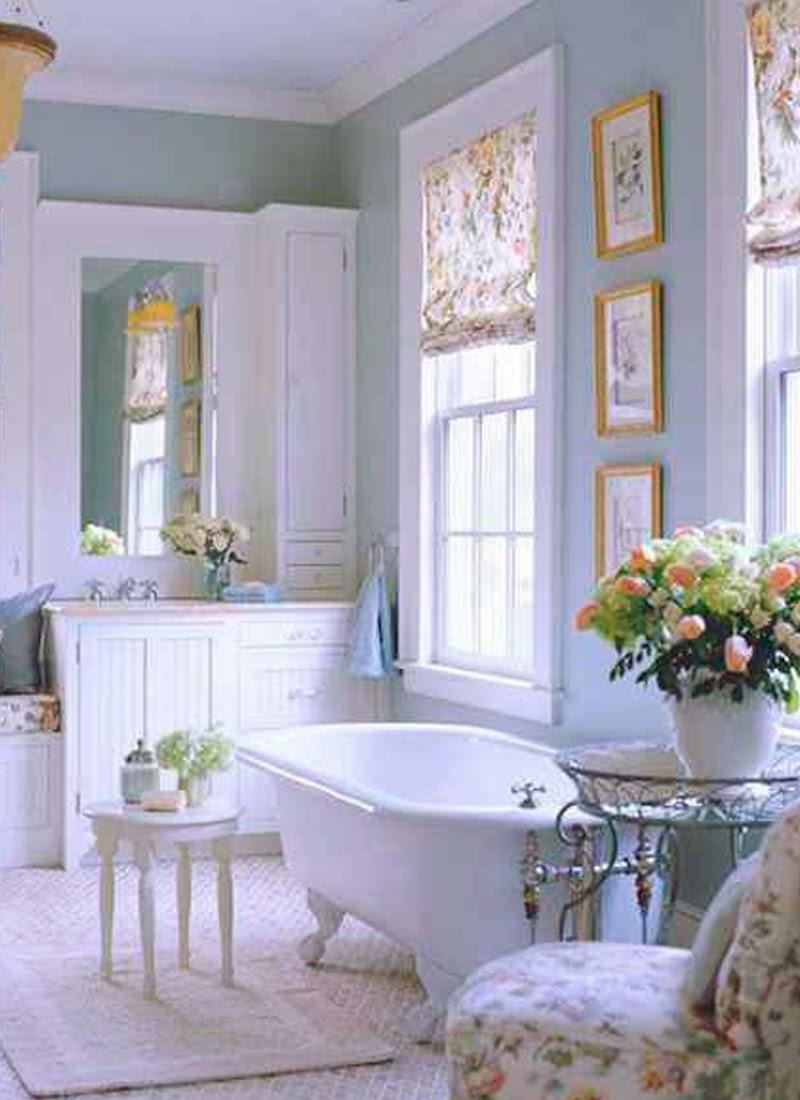 Cómo Decorar Un Baño Bonito: como lámpara principal una chandelier (lámpara de araña) y un