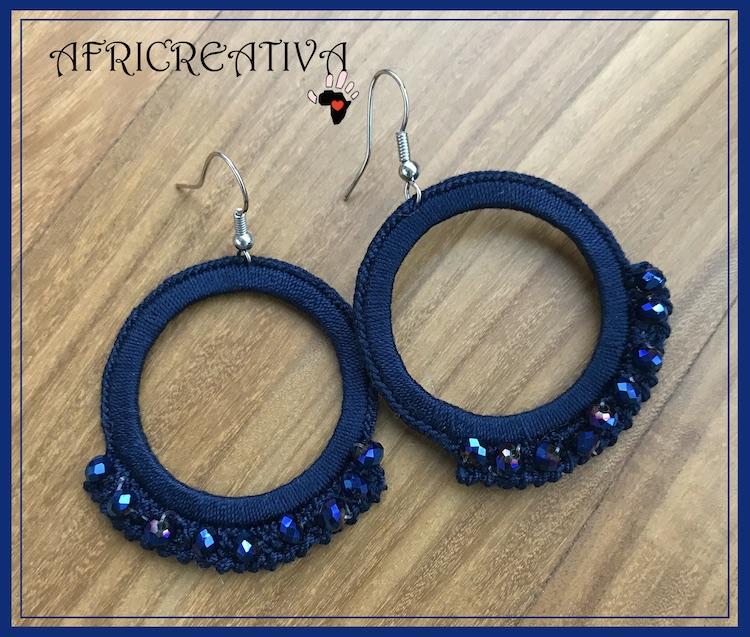 Orecchini tondi blu con cristalli bluette
