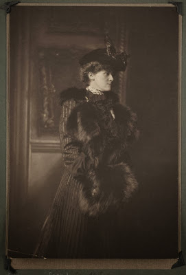 short stories of edith wharton essay By edith wharton2007-2-28shep o'neal: now, the weekly special english program, american stories (music) our story today is called the line of least resistance it was written by edith wharton.