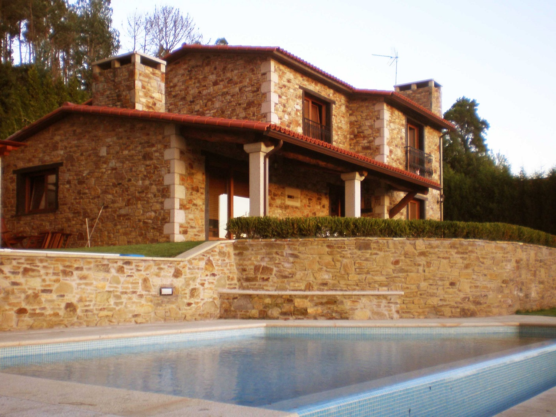 Construcciones r sticas gallegas casa con piscina for Construcciones rusticas