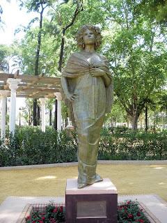 Sevilla - Estatua de la Duquesa de Alba 01