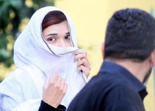 فتاة باكستانية ممنوعة من الذهاب للمدرسة بسبب جمالها الفتان !!!
