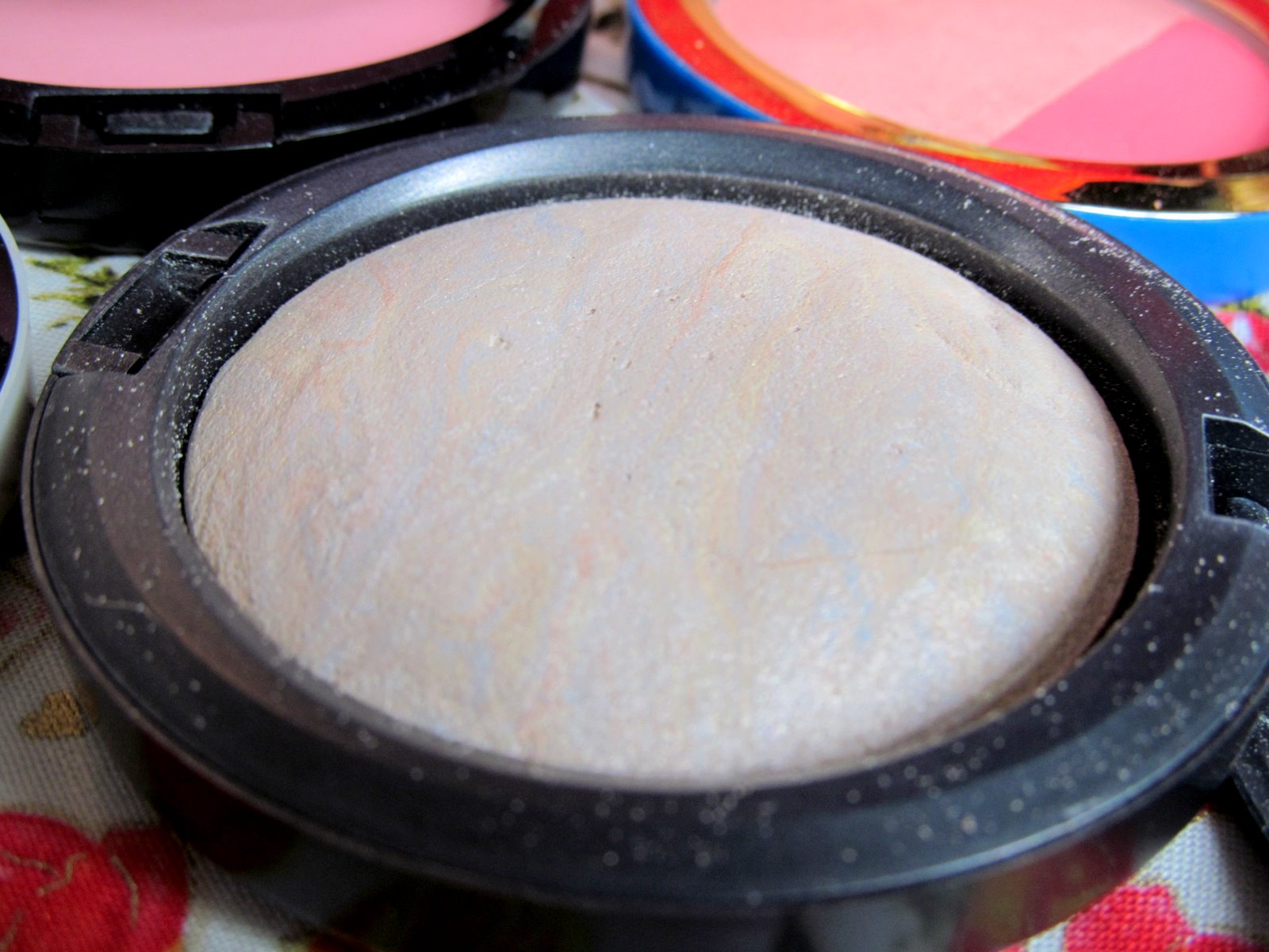 MAC Lightscapade Mineralize Skin Finish