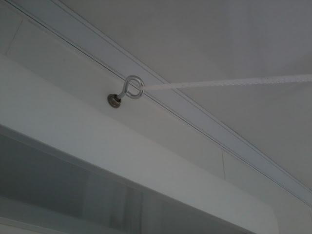 Делаем бельевые верёвки на балконе
