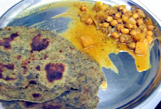 Chickpea Apple curry with palak paratha