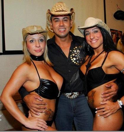 Cowboy Lanca Seu Primeiro Filme Porno Andre E Suas Cachorras