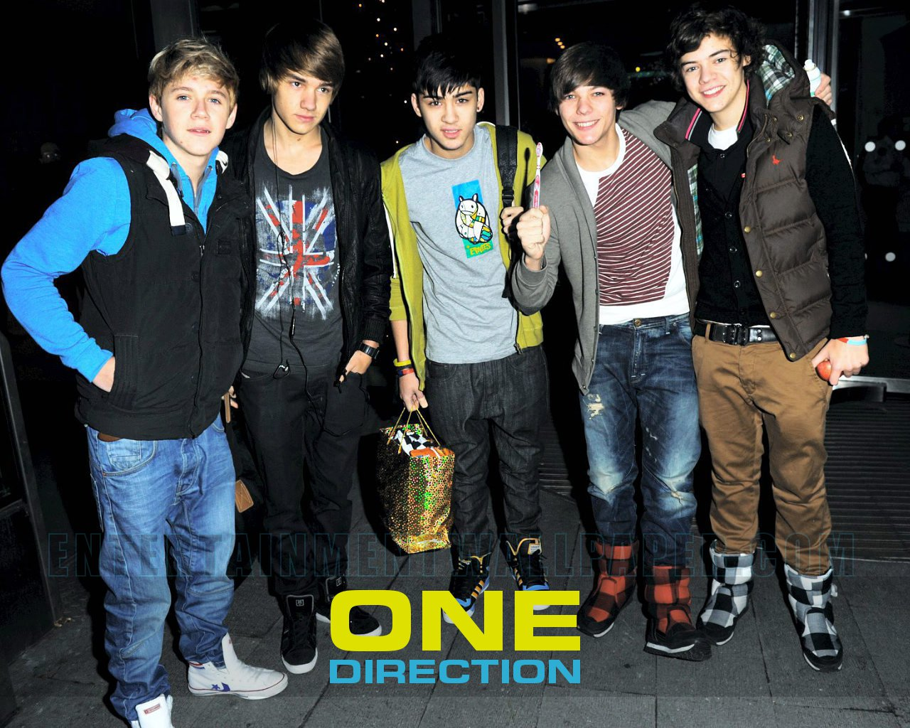 http://2.bp.blogspot.com/-j9mbFZHzB0A/Tt3amWjKh4I/AAAAAAAAAr8/a8VOw3zG4RA/s1600/one+direction+wallpaper-freepspthemeswallpapers.blogspot.com-one-direction03.jpg