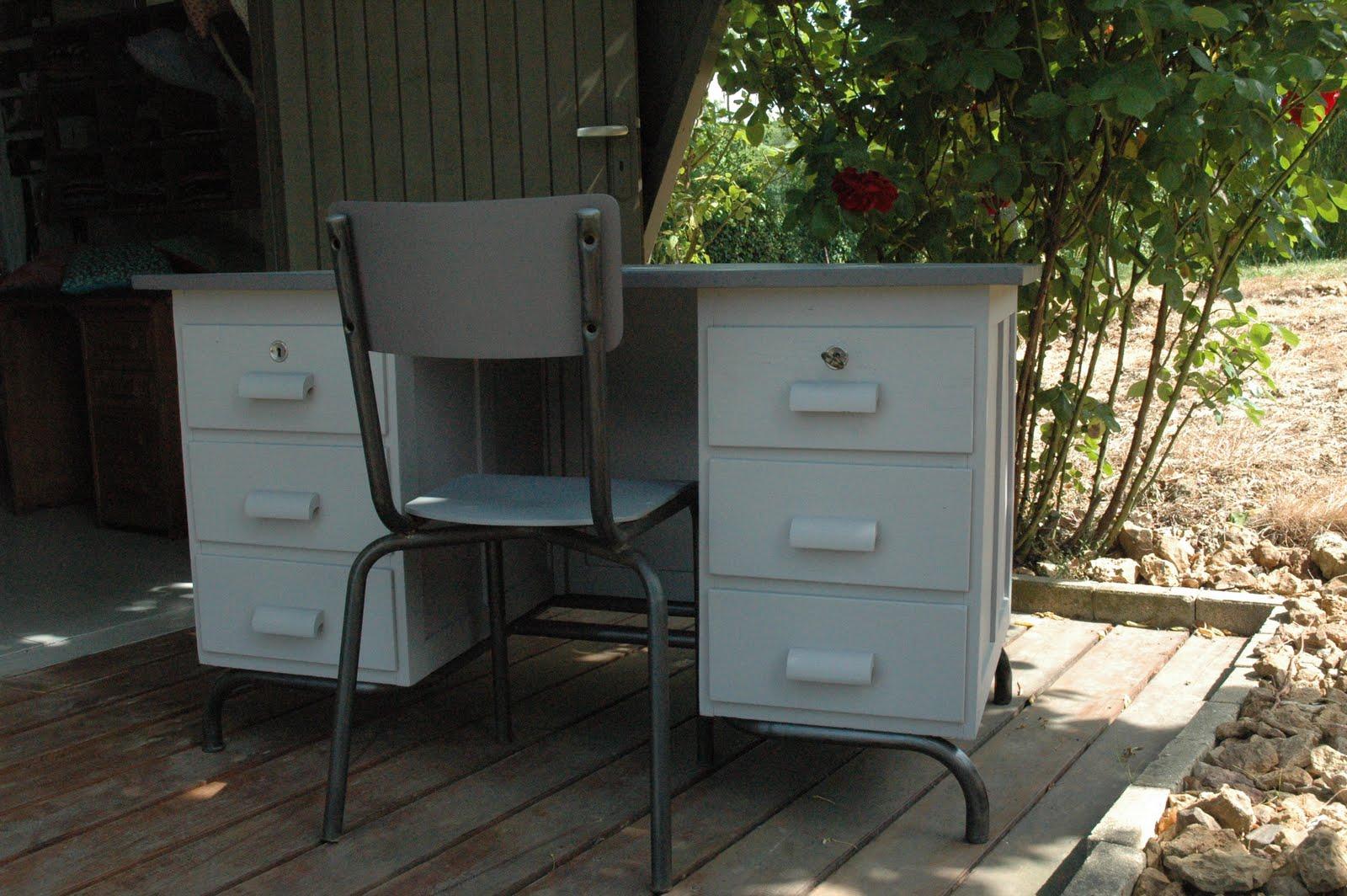 le loup rose la vanille bureau de ma tre d 39 cole. Black Bedroom Furniture Sets. Home Design Ideas