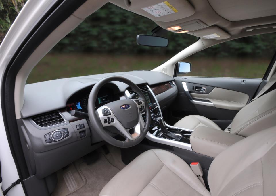 a car Ford Edge 2013