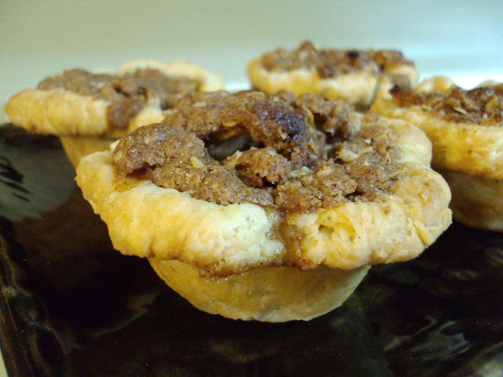 Rozlynn Bakes: Peach (or apple) Cutie Pies