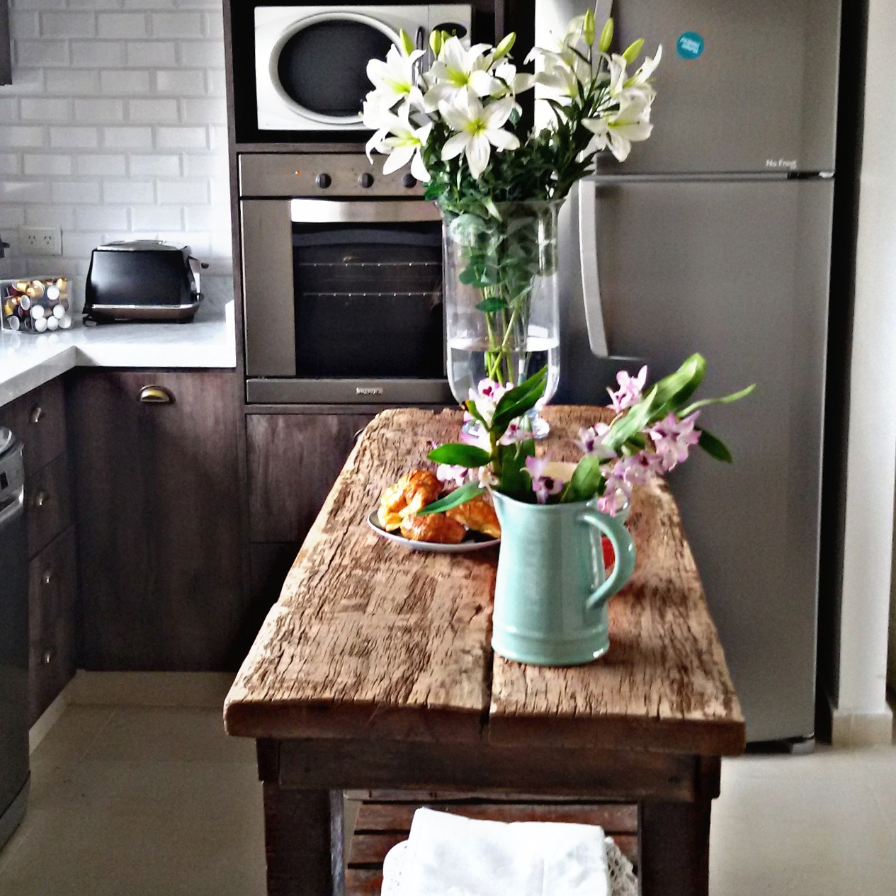 una cocina moderna con un touch industrial dos casas On cocina con loli