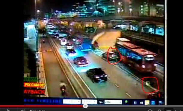 Video Polis Dilanggar Bas Di CIQ Johor Bahru