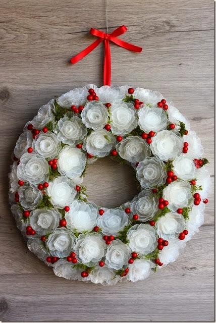 Come realizzare una ghirlanda natalizia con i contenitori in plastica delle uova - Deco noel avec boite a oeuf ...