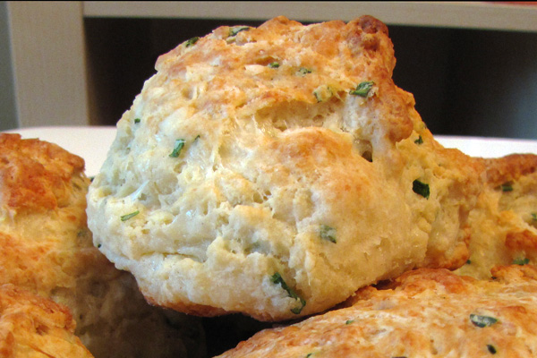 ... Tried and True Life: Easy Peasy Cheddar Cheese/garlic/chive biscuits