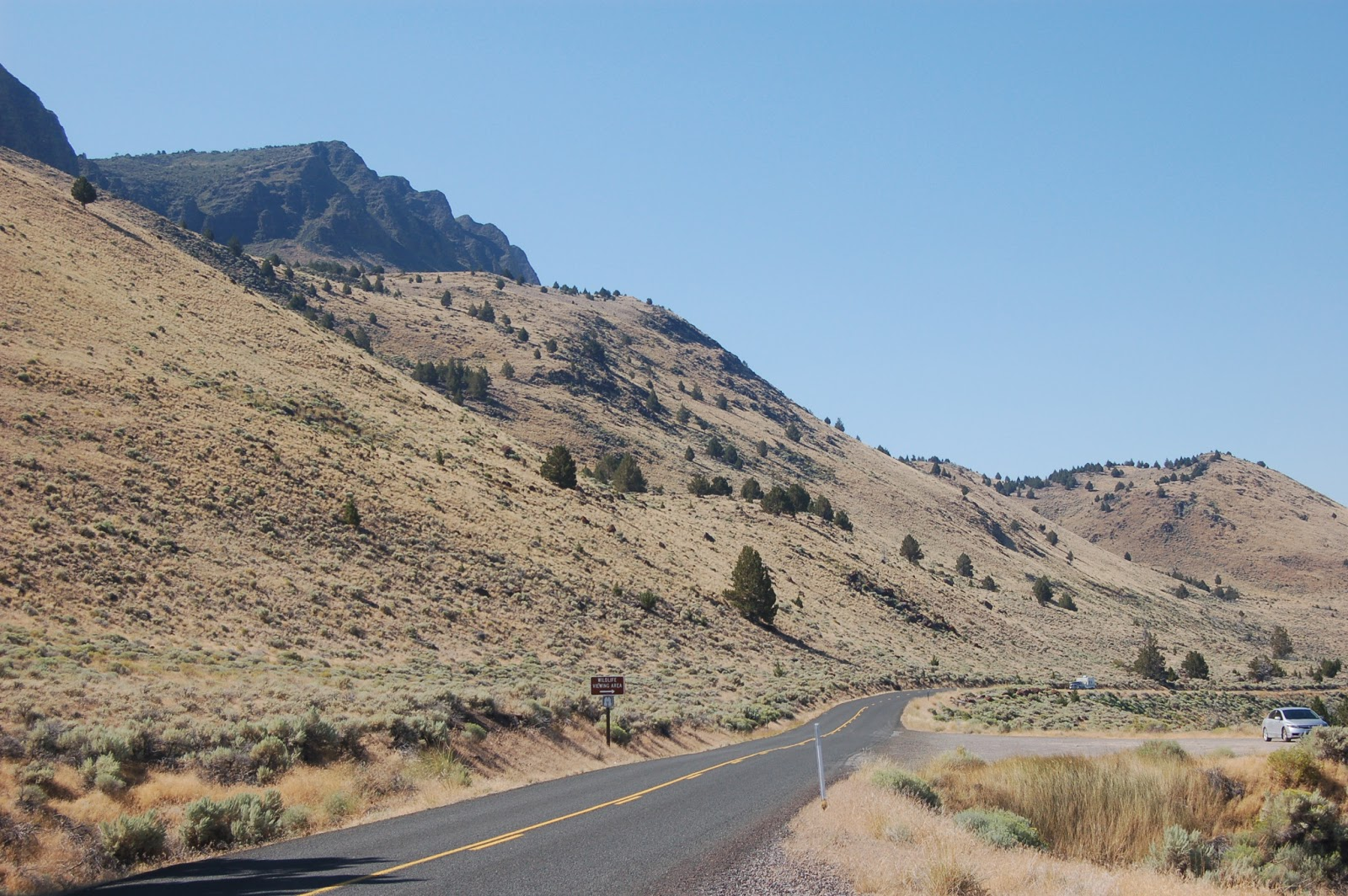 Picture of saw-tooth rim of the hills