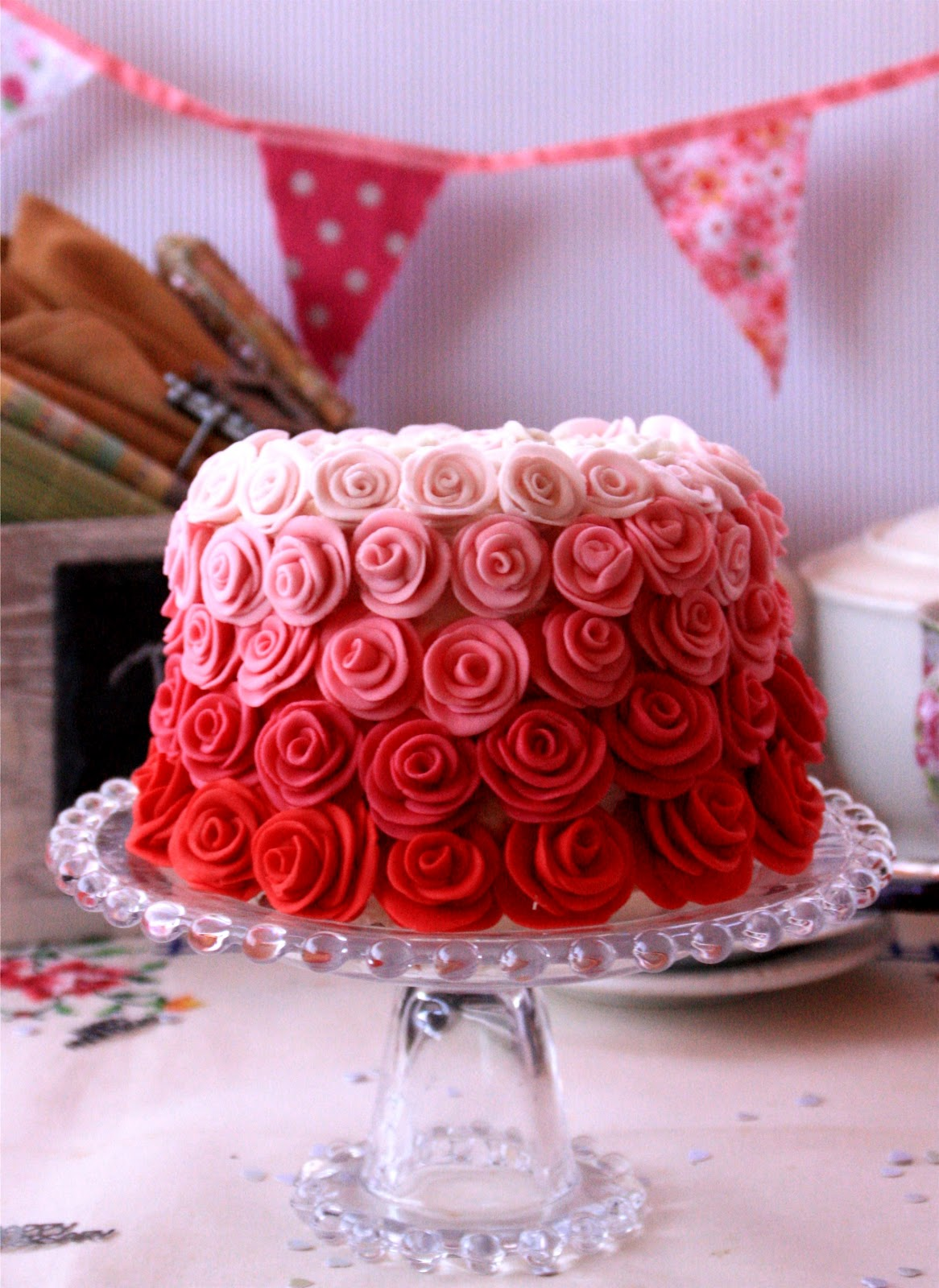 Red Colour Cake Images : Desirvientadas: Rose Velvet Cake