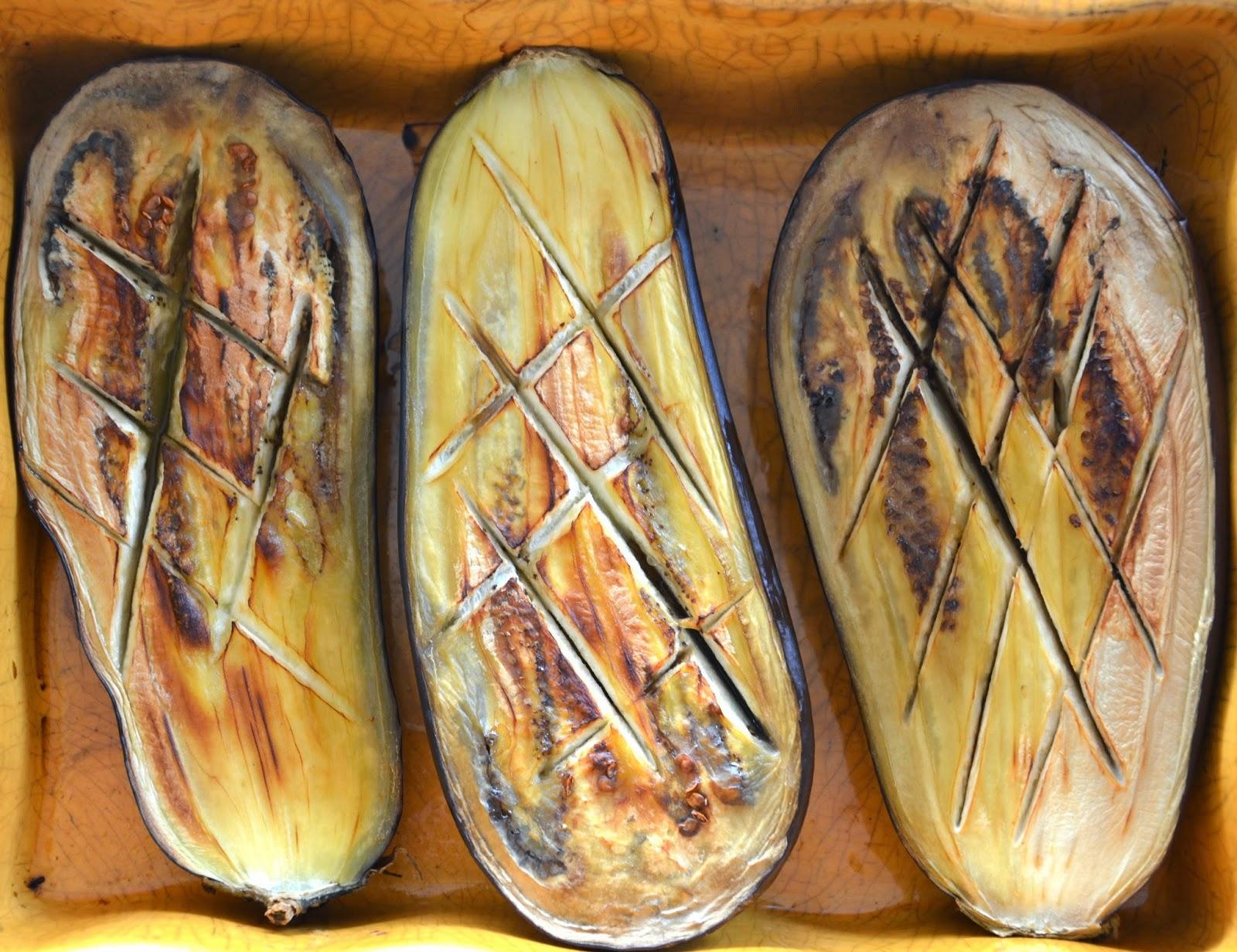 http://lesamoursperissables.blogspot.fr/2014/07/les-aubergines-roties-au-four.html