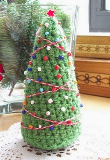 http://translate.googleusercontent.com/translate_c?depth=1&hl=es&prev=/search%3Fq%3Dhttp://knittedart.wordpress.com/2014/01/14/best-crochet-projects-of-2013-meilleurs-projets-de-crochet-de-2013/%26safe%3Doff%26biw%3D1429%26bih%3D984&rurl=translate.google.es&sl=en&u=http://louisetmoi.blogspot.com.es/2012/12/patron-de-arbol-de-navidad-de-amigurumi.html&usg=ALkJrhhY1ErNy3lNO2p88fUttqCMHoP2ng