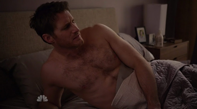Sam Jaeger Shirtless on Parenthood s2e16
