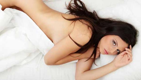 14 Manfaat Tidur Telanjang Bagi Pria dan Wanita