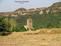 La Torre de la Vall amb el Puig de la Guardiola al seu darrere