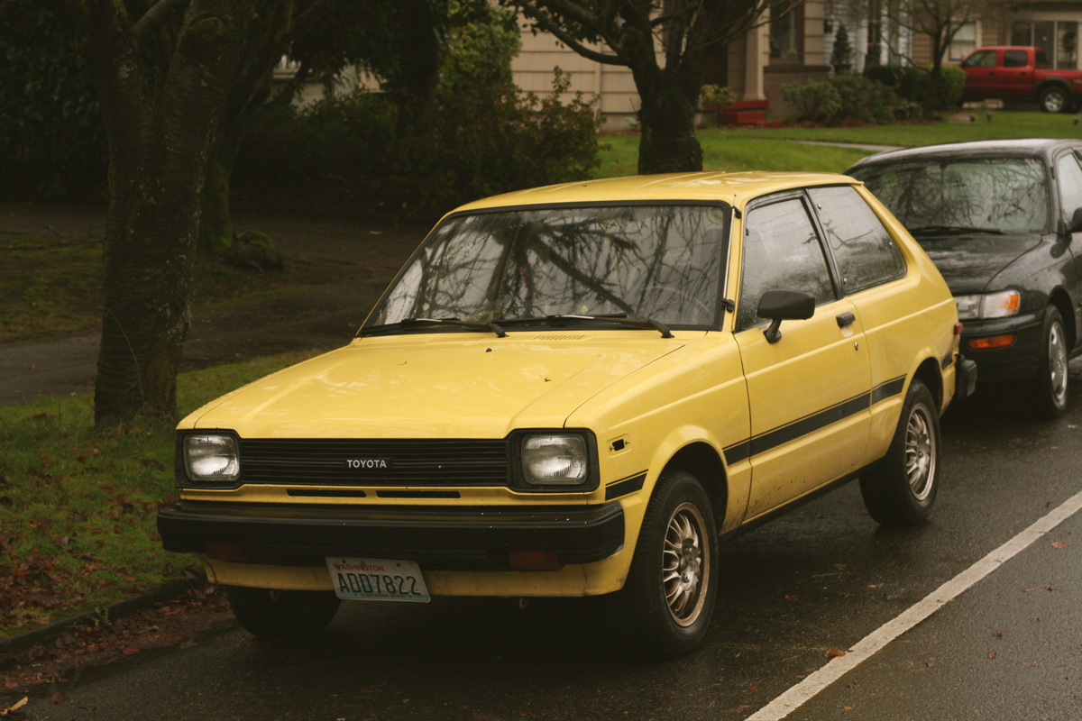 old parked cars 1982 toyota starlet. Black Bedroom Furniture Sets. Home Design Ideas