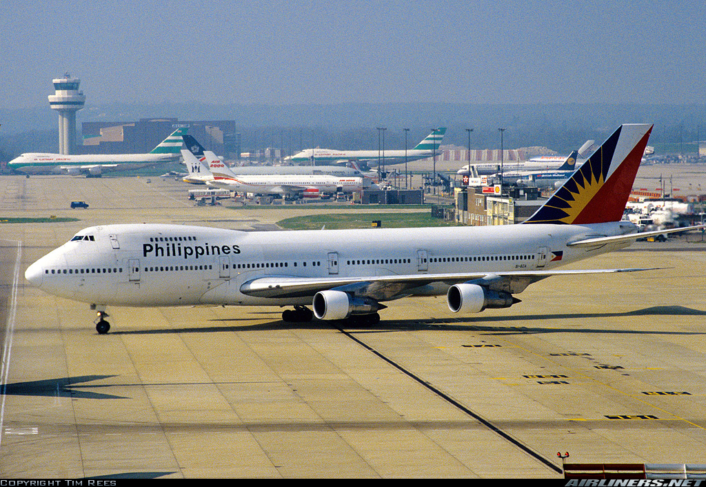 Download this Philippine Airlines Boeing Gatwick Airport picture