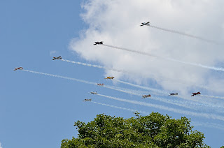 picture of Team RV at the Evansville Freedom Festival flying in close formation