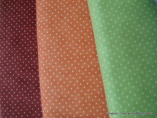 Telas de colores con topitos blancos