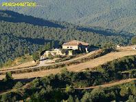 La masia de Puigmartre des del Puig de la Caritat