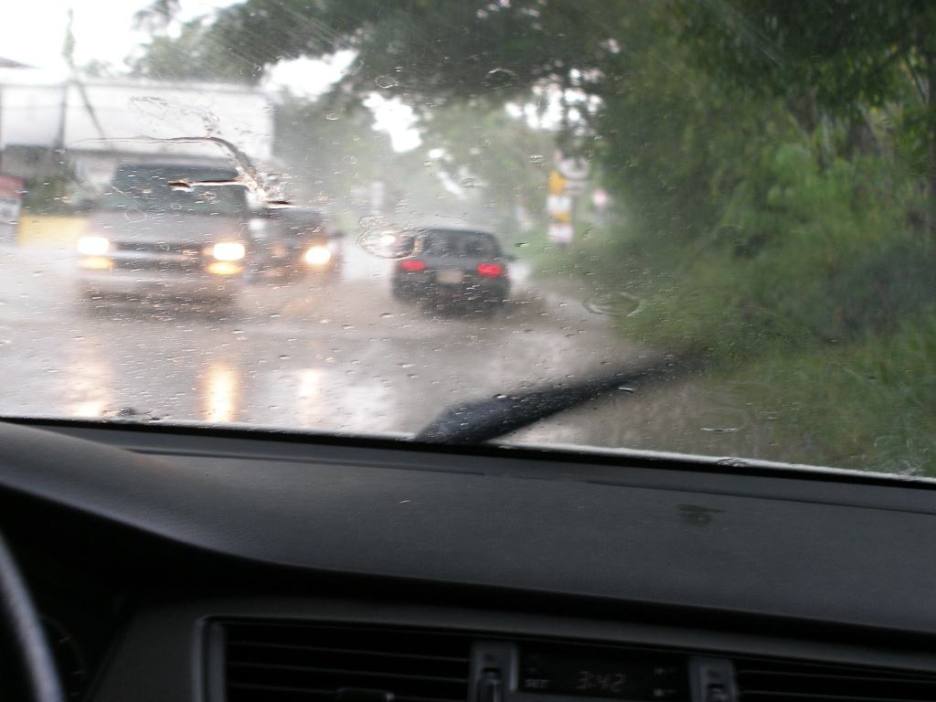 Truck Headlights In Rain : Smart headlights can even see through rain says indian