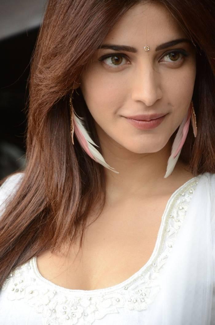 Shruti Hassan in White Suit