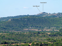Vista de Castelladral des del camí ramader a prop de El Rocam