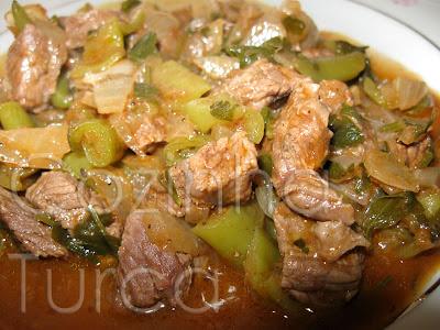 Estufado Aromático de Borrego (Tas Kebabı)