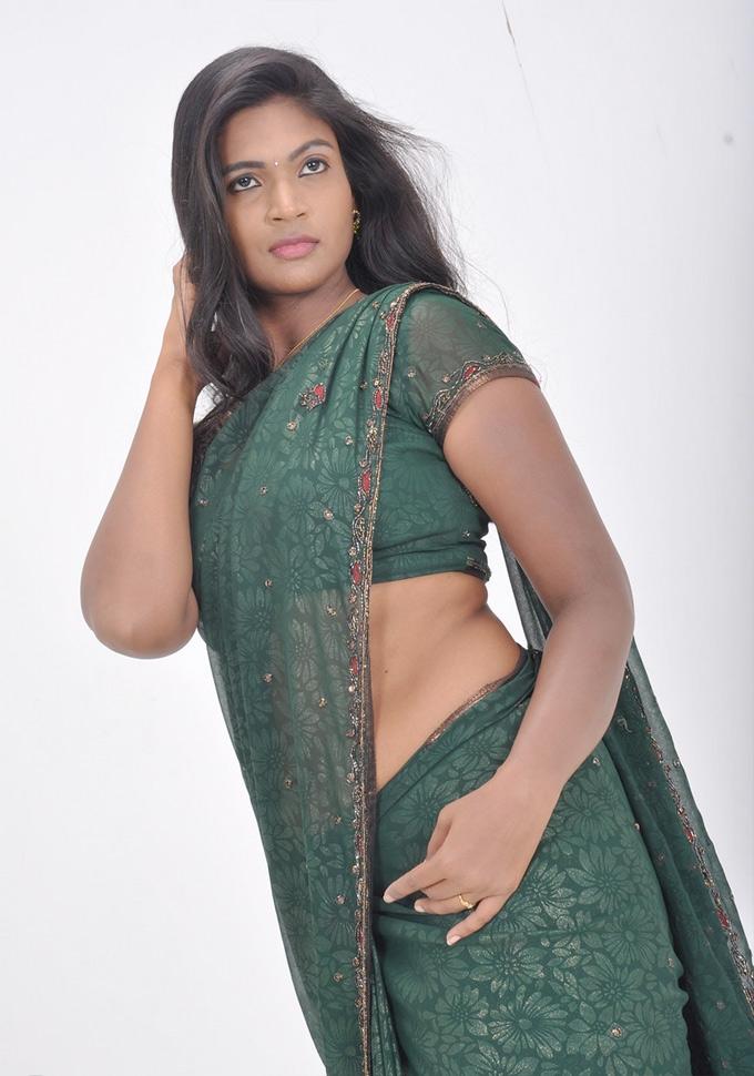 Tamil Actress Saree Below Navel Show Photos