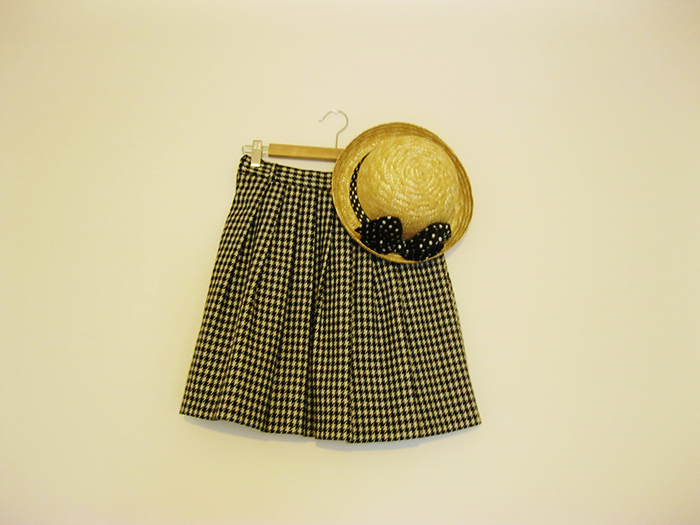 Fashion Blogger New In Houndstooth Pleated Skirt Straw Bowler Hat